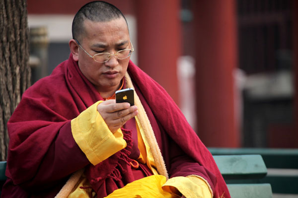 monk-using-iphone